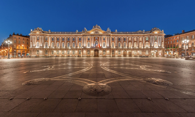 800px-Toulouse_Capitole_Night_Wikimedia_Commons.jpg