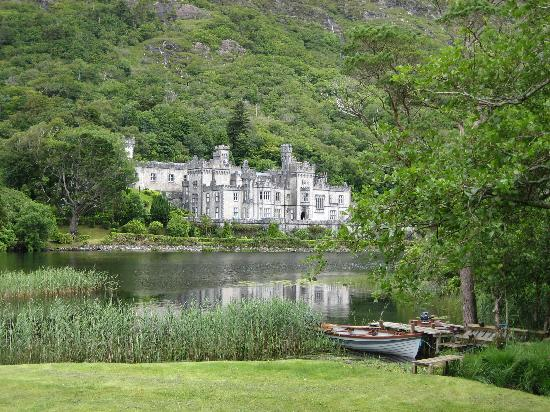 kylemore-abbey-connemara.jpg
